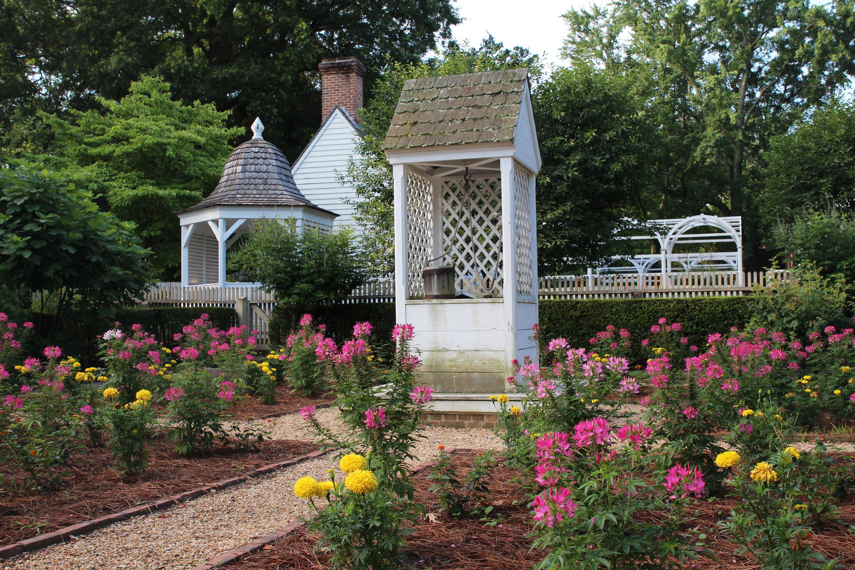 Colonial Williamsburg. Elizabeth Carlos House Garden
