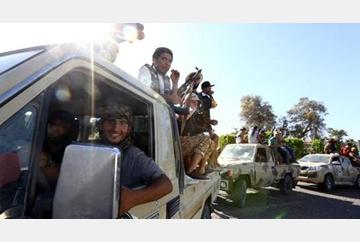 100 thousand libyan flee from tripoli toward tunis